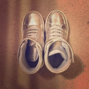 Other - Silver sports shoes